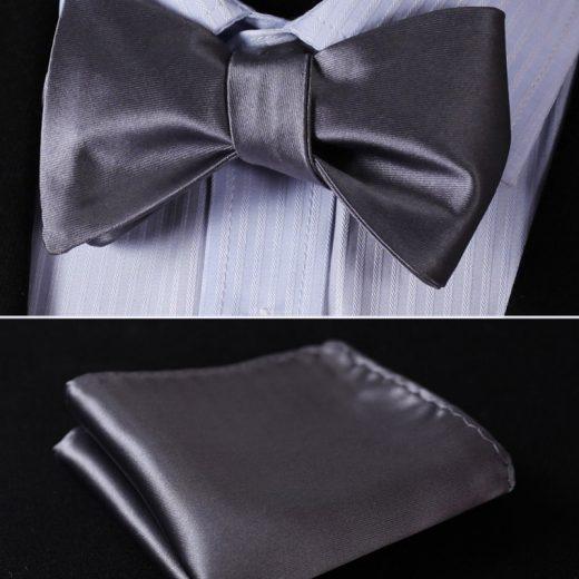 Kvalitný hodvábny set - motýlik a vreckovka, v strieborno-sivej farbe
