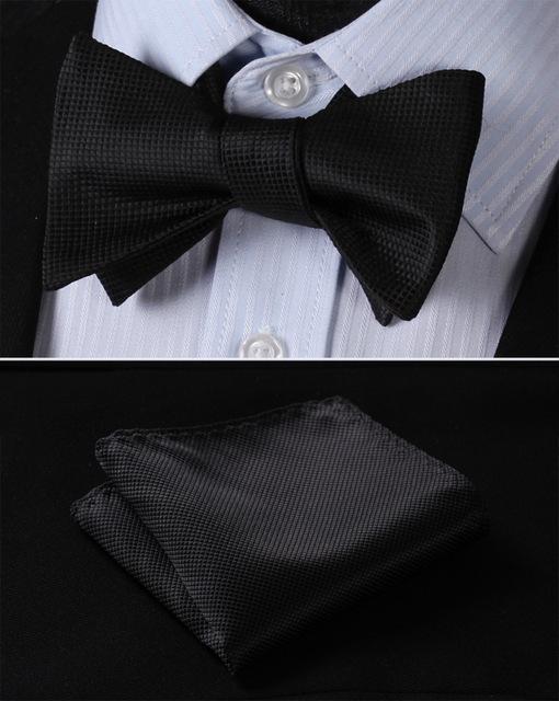 4d8af365b538 Luxusný hodvábny set - motýlik a vreckovka v čiernej farbe so štruktúrou