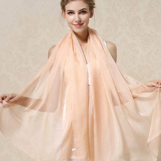 Elegantný veľký dámsky hodvábny šál v krémovej farbe