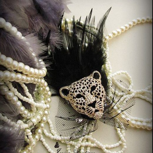 Luxusná brošňa v tvare veľkého kryštálového leoparda