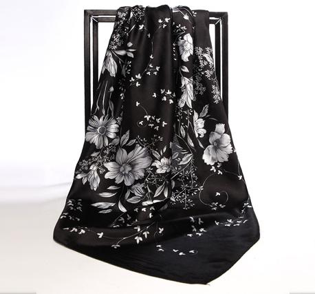 Elegantná hodvábna šatka so vzorom čierno-bielej farbe