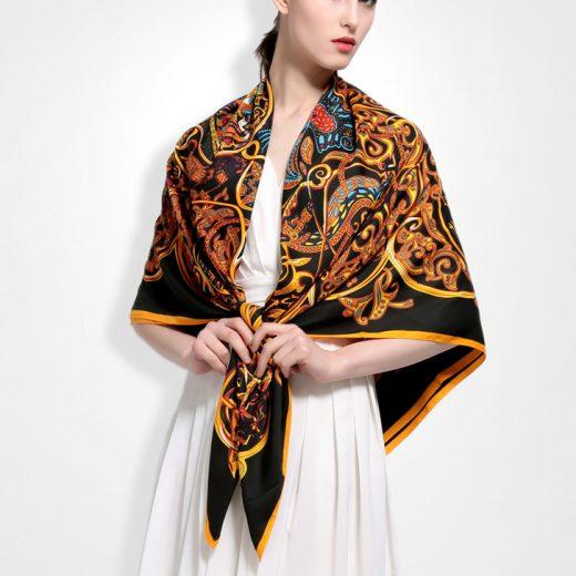Elegantná hodvábna šatka s motívomOrient 130 x 130 cm