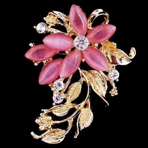 Luxusná prepracovaná brošňa s krišáľmi v tvare kvetu
