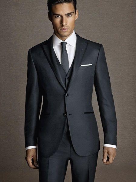 Hodvábne pánske vesty ako doplnok obleku