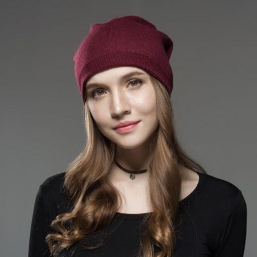Kašmírová dámska čiapka s brmbolcom z líšky bordová
