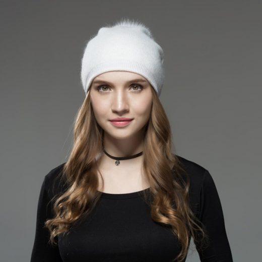 Kašmírová dámska čiapka v brmbolcom z líšky