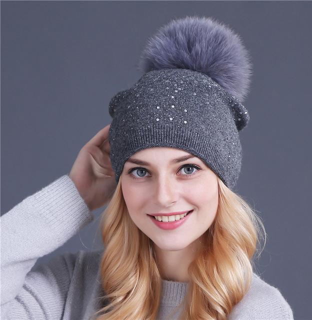 fc9f1bec4 Dámska čiapka z bavlny s brmbolcom v rôznych farbách