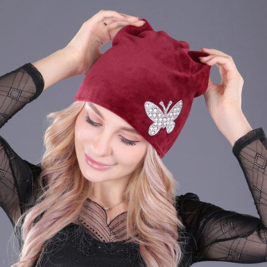 Kvalitná dámska čiapka so šperkom v rôznych farbách