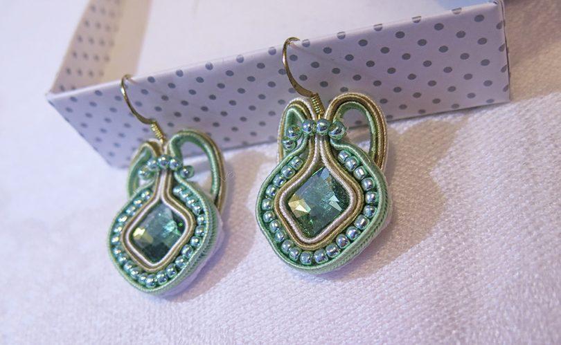 Ručne vyrobené sujtáš náušnice Tessie - Emerald