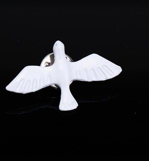 Roztomilá brošňa na šaty v tvare bielej holubice