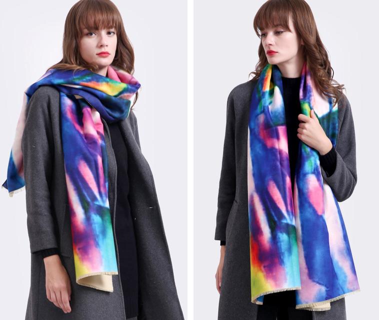 Kvalitný ručne tkaný kašmírový šál v pestrých farbách - modrý