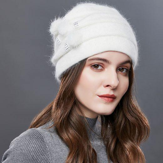 Luxusná dámska čiapka z bavlny s brmbolčekmi vo farbách
