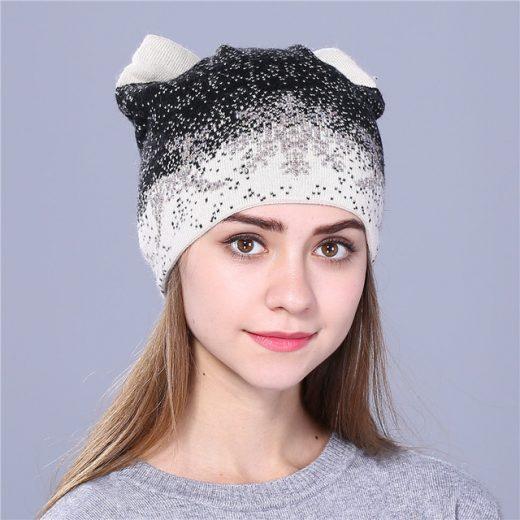 Moderná dámska čiapka s uškami