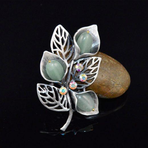 Ozdobná brošňa v tvare kvetín s kryštálmi