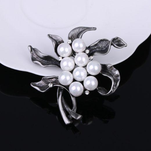 Unikátna Luxusná brošňa v tvare kvetiny s perlami