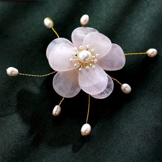 Zlatá brošňa flower s perlami