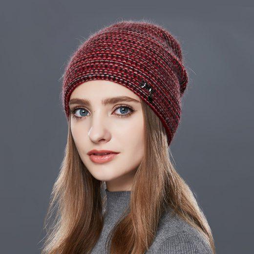 Štýlová dámska čiapka z vlny v rôznych farbách