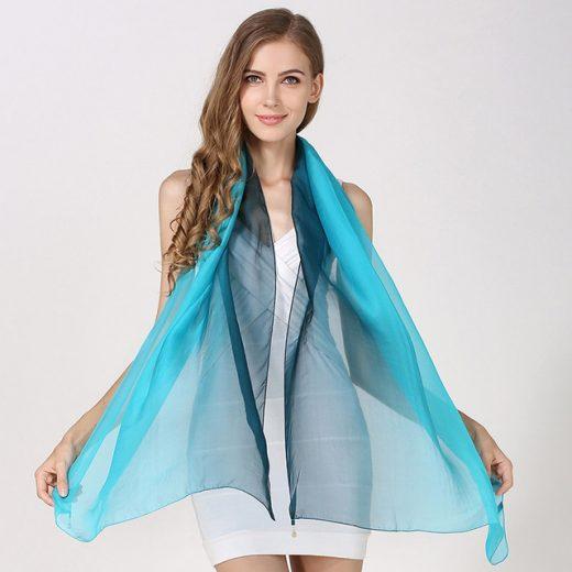 Hodvábny elegantný svetlo-modrý šál, rozmer 185 x 68 cm