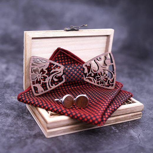 Reliéfny drevený set vo viac farbách - drevený motýlik + vreckovka + manžety