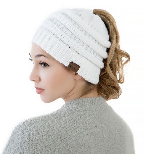 Kvalitná dámska zimná čiapka s otvorom na vrkoč vo viac farbách