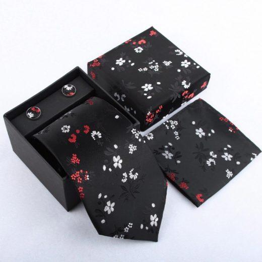 Luxusný kravatový set v čiernej farbe s jemnými kvietkami
