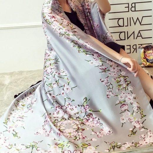 Nádherný dámsky hodvábny šál s kvetinami - sivý, rozmer 180 x 90 cm