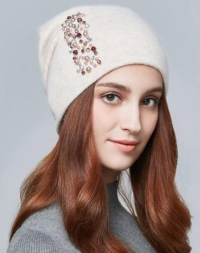 Kvalitná dámska vlnená čiapka s kryštálikmi vo viacerých farbách