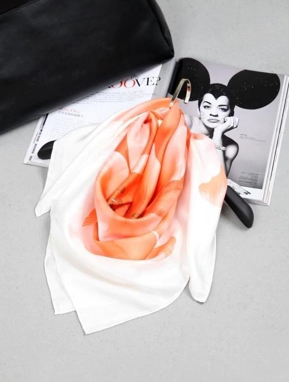 Luxusná hodvábna šatka s veľkým kvetom - pomarančový, twill hodváb, 90 x 90 cm