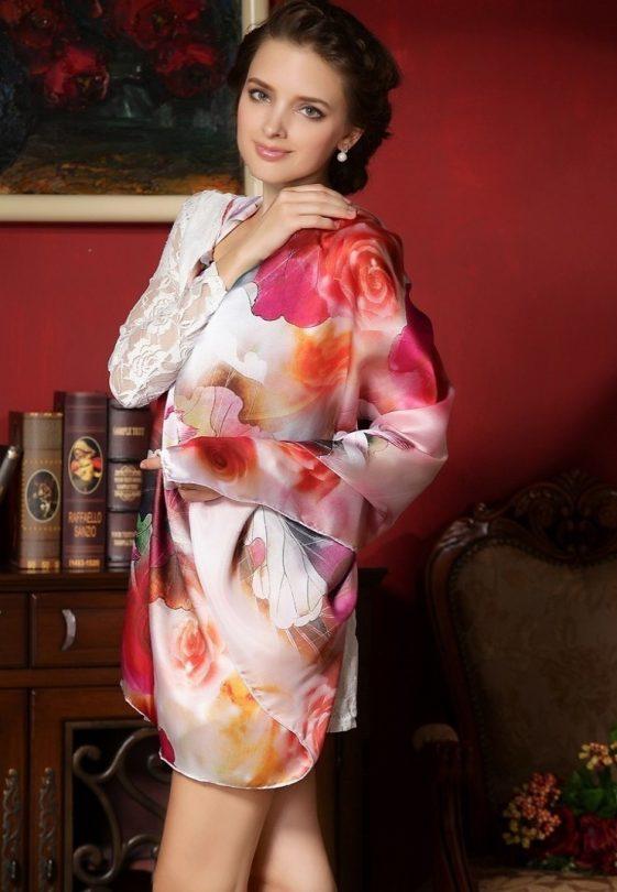 Vysoko kvalitná hodvábna šatka s nádhernými farebnými kvetinami 110 x 110 cm