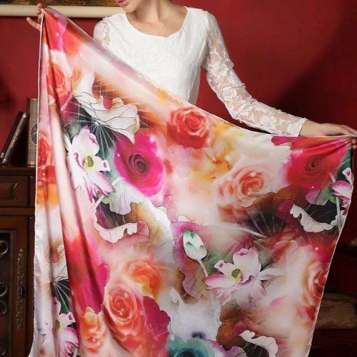 d27f16e774e5 Vysoko kvalitná hodvábna šatka s nádhernými farebnými kvetinami 110 x 110  cm ...