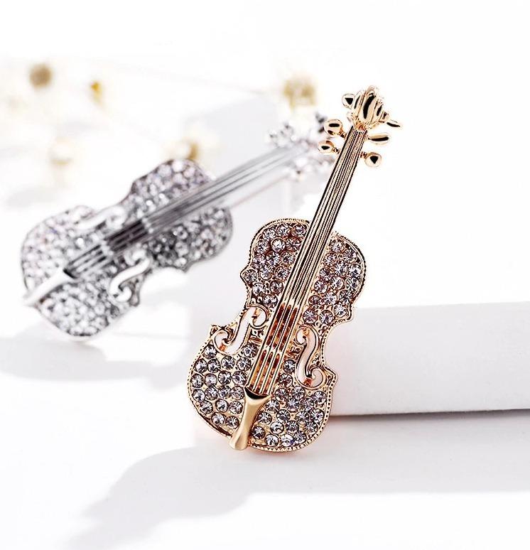 Luxusná brošňa v tvare huslí kryštálikmi v dvoch rôznych prevedeniach