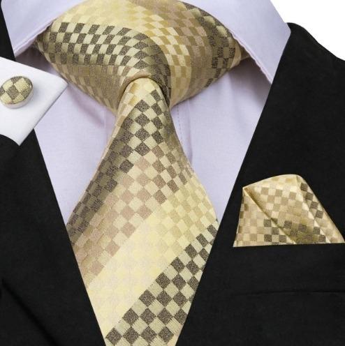Hodvábna kravatová sada - kravata + manžety + vreckovka so zlatou šachovnicou