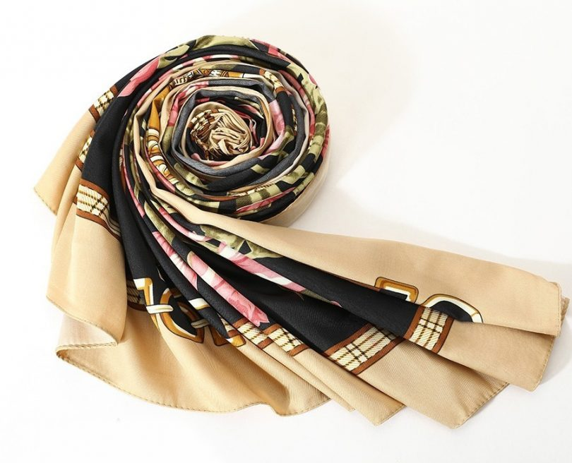 Luxusná hodvábna šatka s kvetinami, twill hodváb, 130 x 130 cm