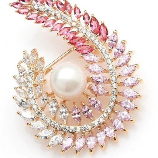 Luxusná smaltovaná brošňa s nádhernými kryštálmi a perlou