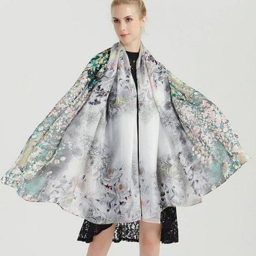 Veľký šál zo 100% hodvábu s jemným zeleným kvetinovým vzorom