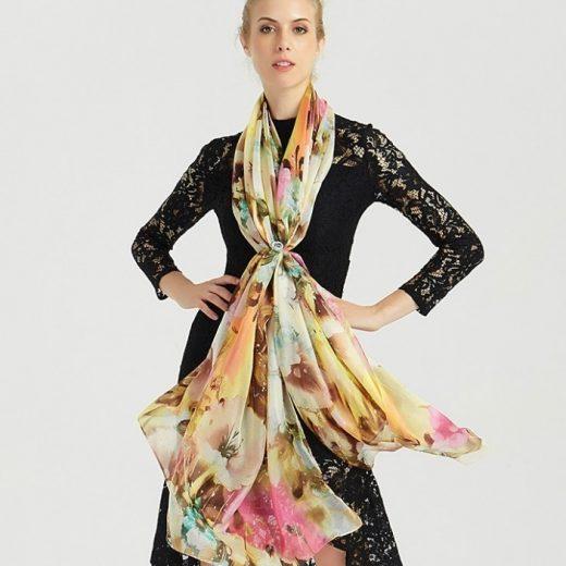 Veľký šál zo 100% hodvábu s pestrofarebným kvetinovým vzorom