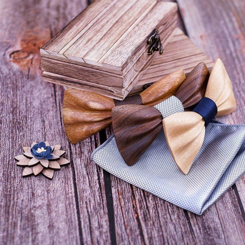 Drevený motýlik z tmavého orechového dreva + vreckovka + brošňa
