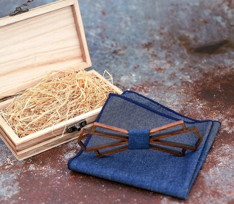 Luxusný motýlik z tmavého orechového dreva s vreckovkou vo viac farbách