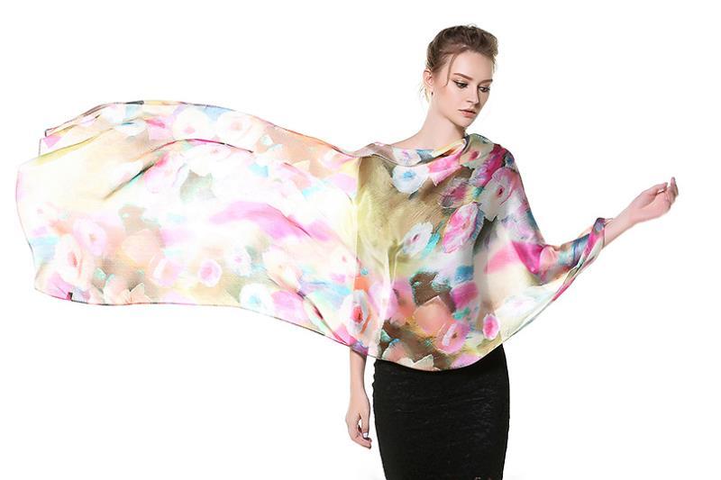 Elegantný dámsky hodvábny šál s kvetinovým motívom