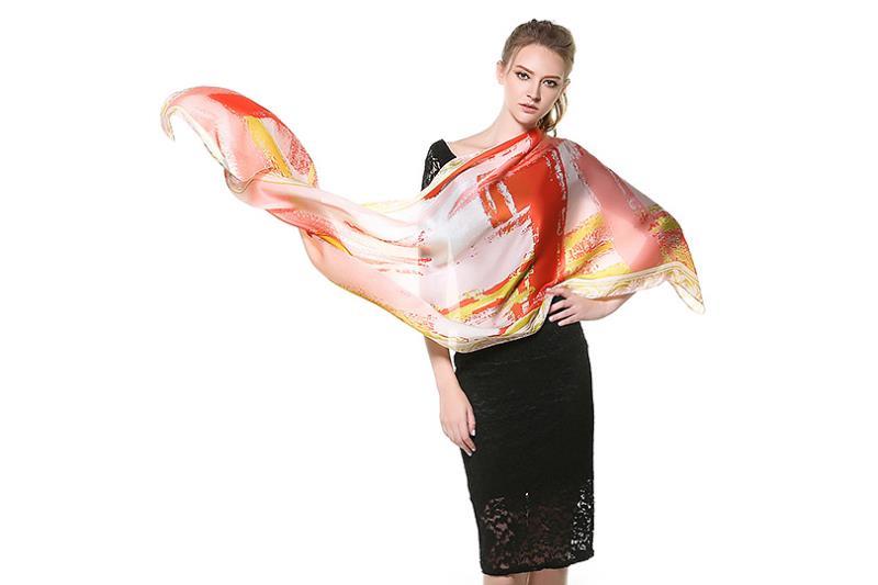 Elegantný dámsky hodvábny šál v modernom dizajne3