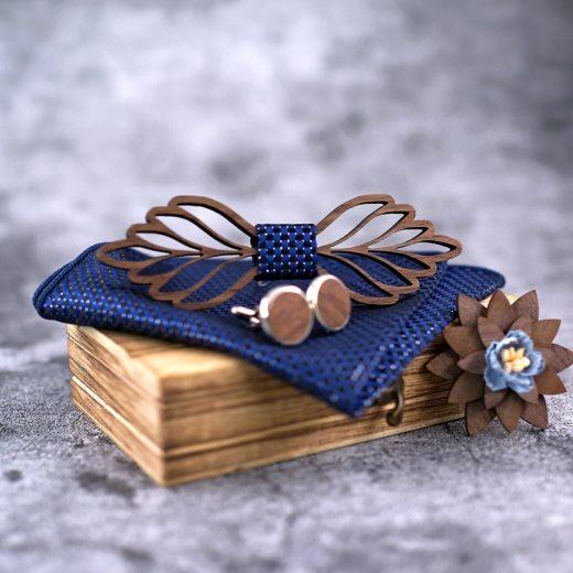 Vyrezávaný drevený set - motýlik + manžety + vreckovka + brošňa