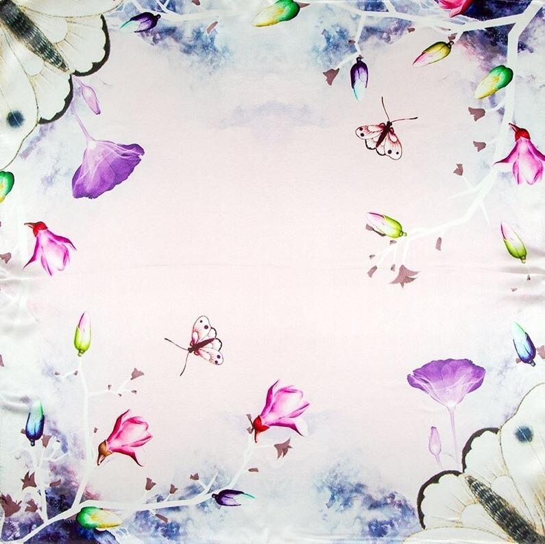 Kvalitná malá šatka zo 100% hodvábu s motýľmi a kvetmi