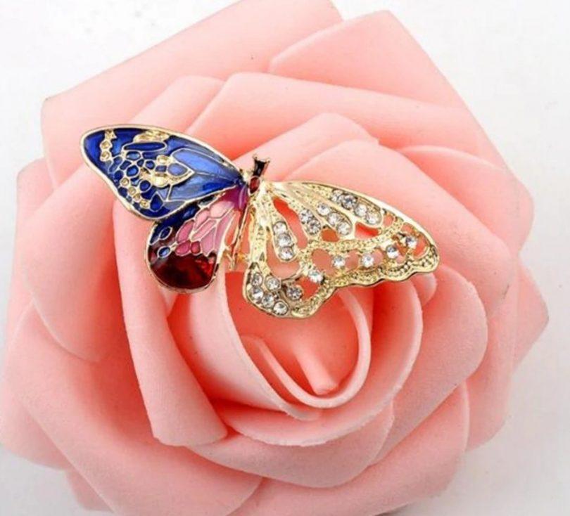 Luxusná prepracovaná brošňa v tvare motýľa s kryštálmi
