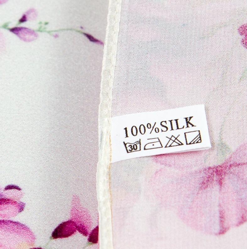 Prepracovaná šatka zo 100% hodvábu s ružovými kvetinami