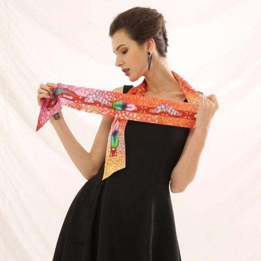 Malý šál zo 100% hodvábu s luxusným vzorom BELLA - rozmer 152x5 cm