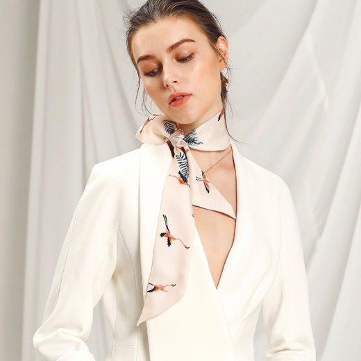 Malý šál zo 100% hodvábu s luxusným vzorom PELICAN - formát 116x6 cm